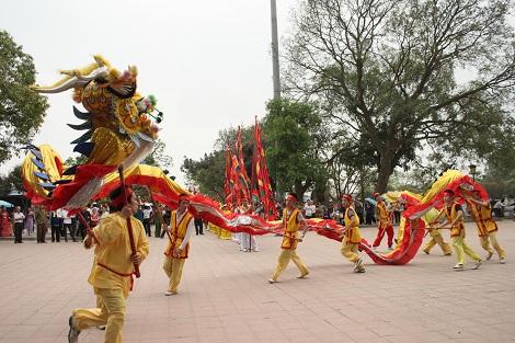 Lễ rước rồng đá tại Bắc Ninh