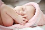 5 bước giúp trẻ bớt đau khi tiêm vắc-xin