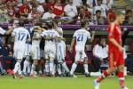 """Bóng đá thế giới tuần qua: """"Gấu"""" Nga cay đắng về nước"""