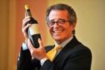 """""""Mục sở thị"""" chai rượu vang giá gần 2,5 tỉ đồng"""