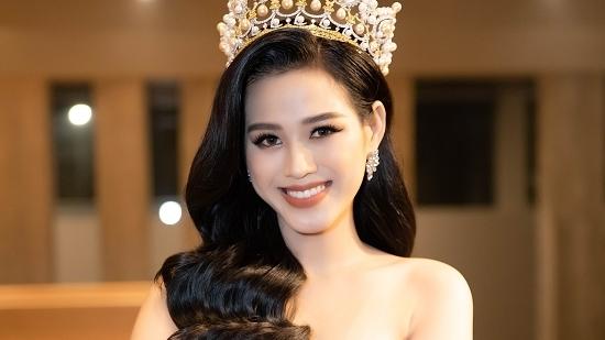 """Hoa hậu Đỗ Thị Hà """"hạ gục"""" trái tim người hâm mộ với loạt ảnh mặt mộc"""