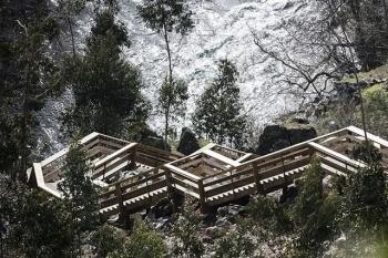 Độc đáo lối đi bộ bằng gỗ lên đỉnh núi ở Bồ Đào Nha