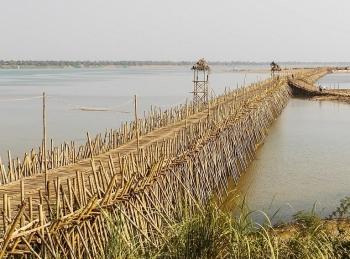 Sẽ không ai tin, đây là cây cầu tre độc nhất được bắc qua sông Mê Kông