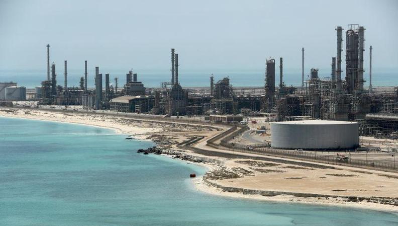 Lần đầu tiên trong ba tháng, Ả Rập Saudi dự kiến giảm giá dầu bán chính thức tại châu Á