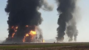 Hàng trăm tàu chở dầu bốc cháy tại cửa khẩu thương mại lớn nhất của Afghanistan với Iran