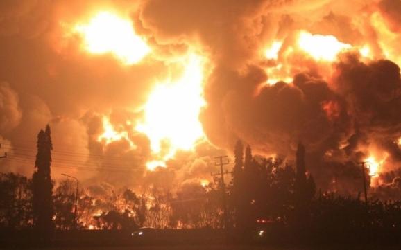 Cháy lớn tại nhà máy lọc dầu Indonesia