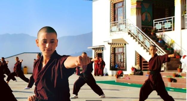 nu tu nepal tap luyen mon vo kung fu cua ly tieu long