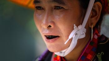 Tục nhuộm răng đen của phụ nữ Trung Quốc khác gì với phụ nữ Việt?