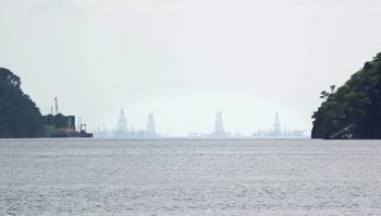 Venezuela bắt đầu bốc dỡ hơn 1 triệu thùng dầu trên con tàu gặp nạn giữa biển