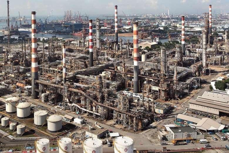 exxonmobil shell truoc quyet dinh ap thue carbon cua singapore