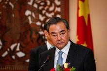 Trung Quốc 'xoa đầu' Campuchia