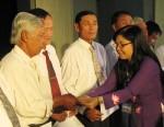 Tặng thẻ bảo hiểm cho hàng trăm ngư dân Phú Yên