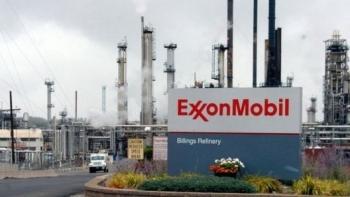 exxonmobil loi nhuan tang gap doi co phieu van giam gia
