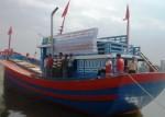 Tặng tàu cá 5 tỷ đồng cho ngư dân Lý Sơn