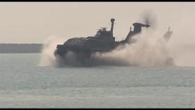 Phương Tây choáng váng vì Iran ra mắt tàu đệm khí có khả năng phóng tên lửa