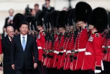 """Vụ kiện Biển Đông: Trung Quốc đang """"giật dây"""" Anh?"""