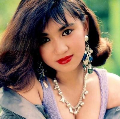 """Thuở ngây thơ của """"Biểu tượng sexy"""" màn ảnh Việt"""