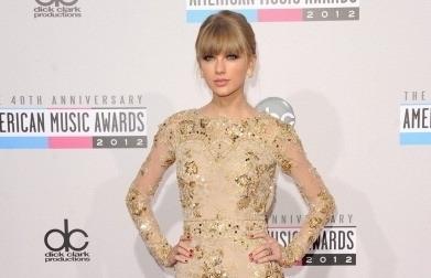 Những bộ váy nổi bật trên thảm đỏ American Music Awards 2012