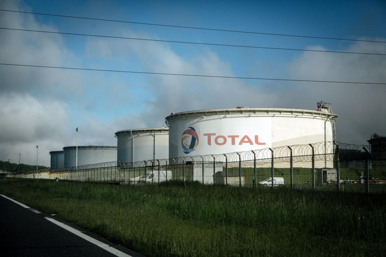 Sau tuần thất bại của các đại gia dầu khí, Total được ủng hộ nhờ chiến lược khí hậu