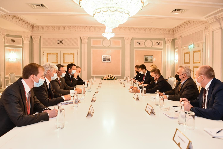 Gazprom và TotalEnergies đàm phán các liên doanh dự án thượng nguồn và thương mại LNG