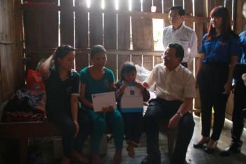 Tập đoàn Dầu khí Quốc gia Việt Nam trao học bổng tại huyện Nam Trà My