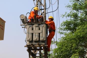 Tính nhầm hoá đơn điện, hai lãnh đạo ngành điện Quảng Bình bị đình chỉ công tác
