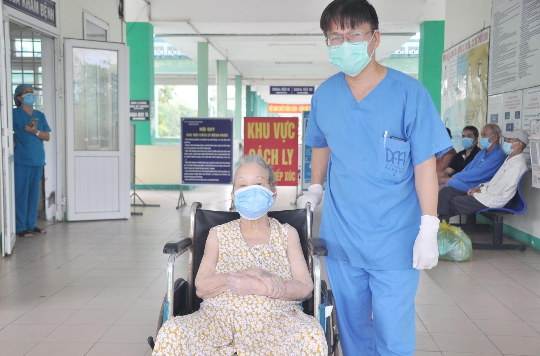 Đà Nẵng cứu sống nhiều bệnh nhân Covid-19 lớn tuổi và bệnh nền nặng