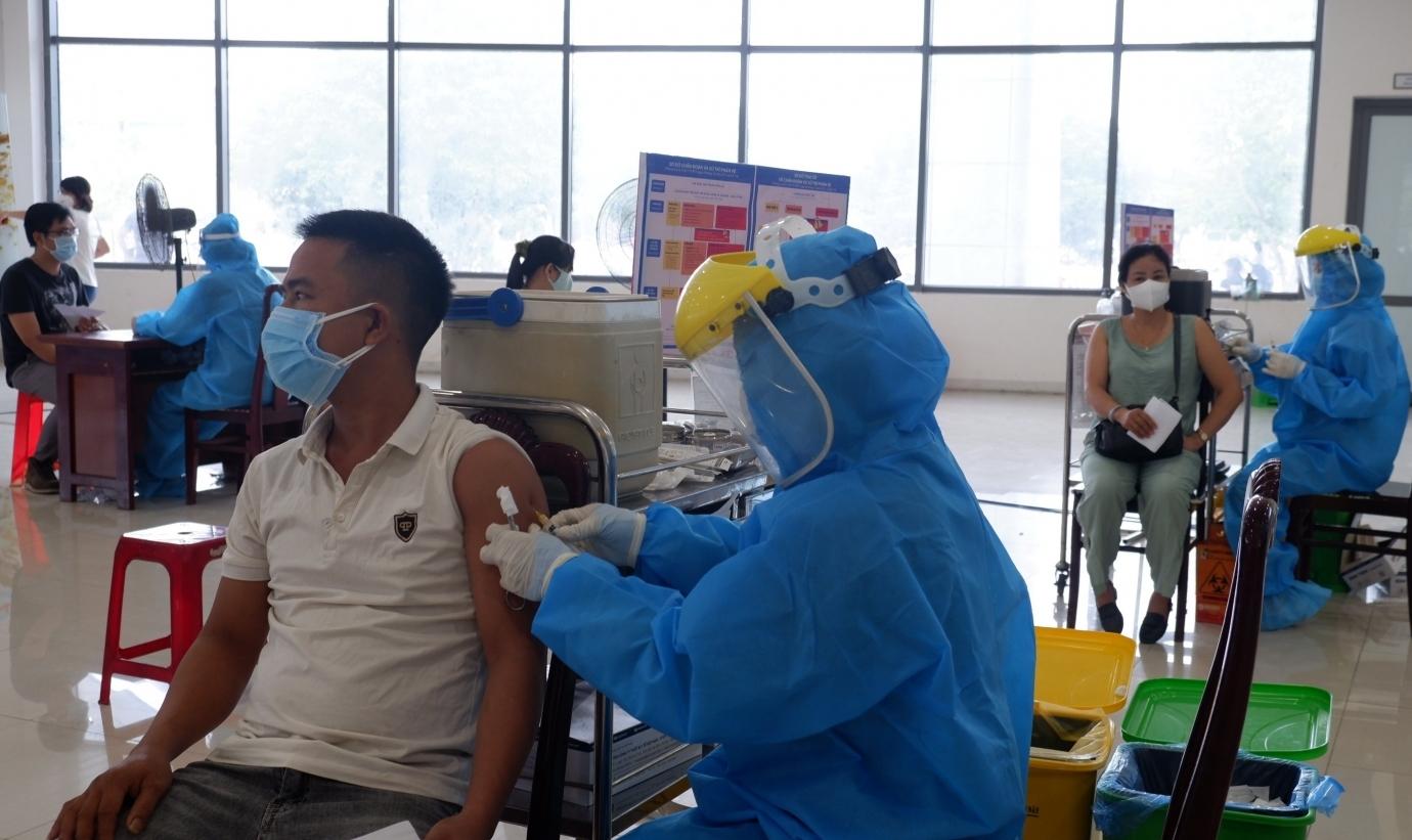 Đà Nẵng triển khai tiêm vắc-xin quy mô lớn