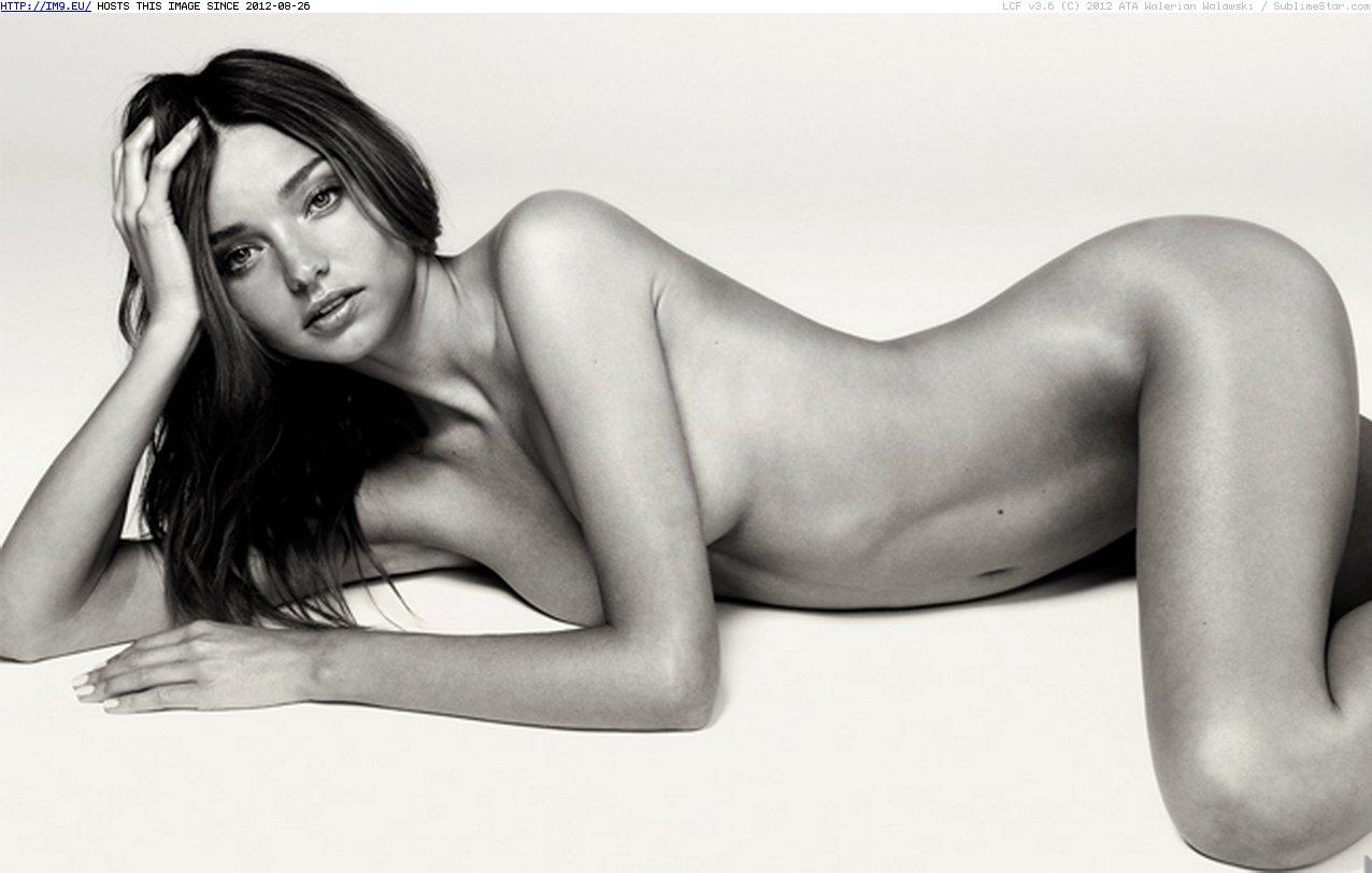 Thiên thần Úc Miranda Kerr thích khỏa thân