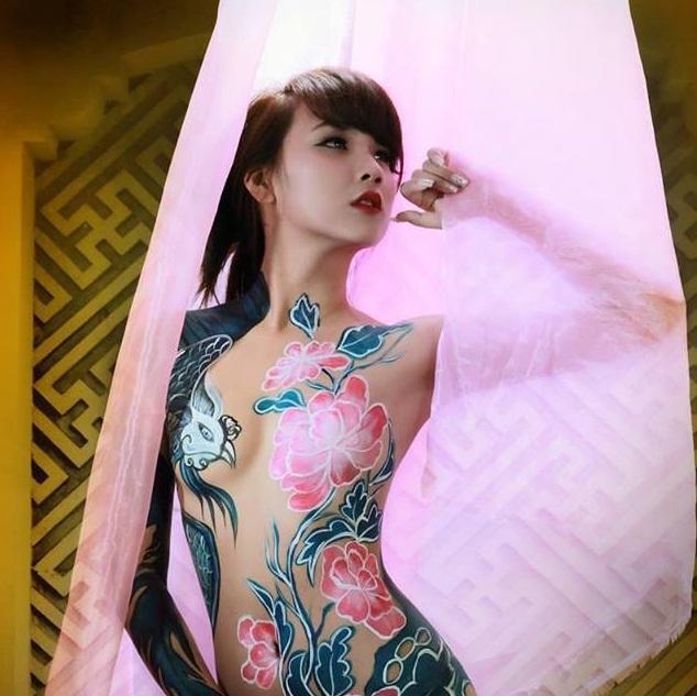 Ảnh nude body painting táo bạo của 4 hotgirl 9X - Kim Dung/Kỳ Duyên