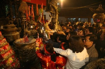 Vẫn hỗn loạn tại lễ khai ấn đền Trần