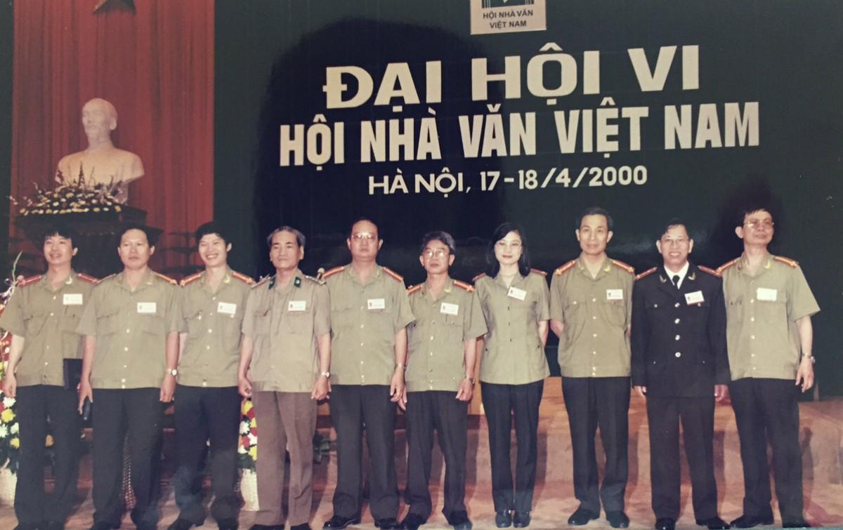 Các nhà văn công an tại Đại hội VI Hội Nhà văn Việt Nam