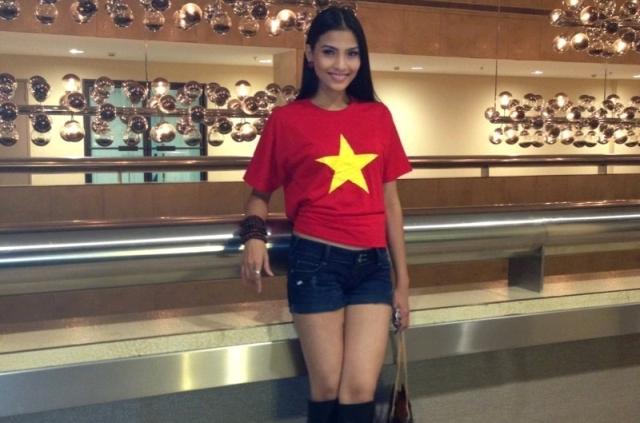 Các người đẹp Miss Universe 2013 mặc áo có quốc kỳ Việt Nam