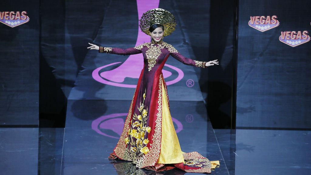 my nhan an chay truong thi may khoe catwalk dieu luyen
