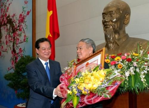 Thủ tướng trao Huân chương Hồ Chí Minh cho đồng chí Thái Phụng Nê