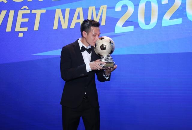 Văn Quyết giành Quả bóng vàng Việt Nam: Phần thưởng xứng đáng - 1