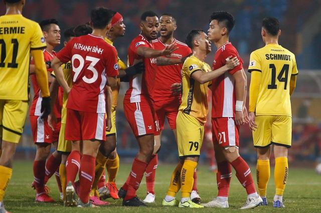 V-League 2021 khó lường ngay từ những vòng đấu mở màn - 1
