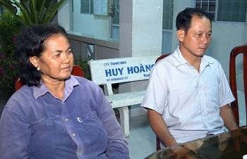 Hai nông dân trả lại hơn 120 triệu đồng nhặt được đêm mùng 1 Tết