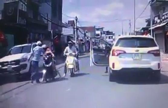Xác định được người đàn ông đi ô tô tát người phụ nữ đi xe máy