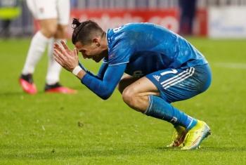 Juventus thua trên sân Lyon