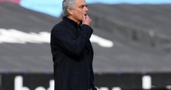 Chiếc ghế huấn luyện viên của Mourinho lung lay dữ dội