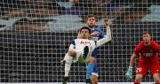 """Dele Alli lập siêu phẩm """"xe đạp chổng ngược"""", Tottenham đại thắng 4-0"""