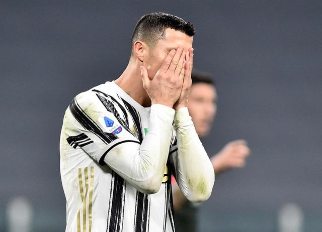 Ghi bàn như máy, C.Ronaldo vẫn bị chê bai - 1