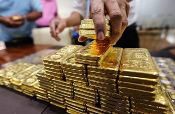 Giá vàng tiếp đà lao dốc