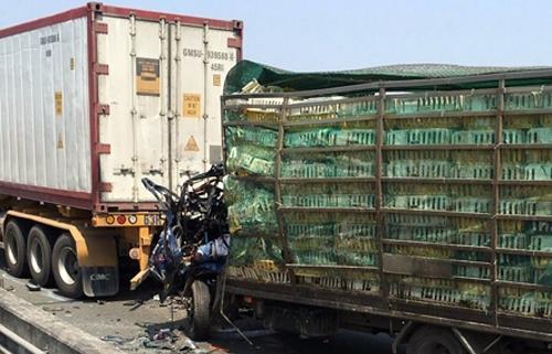 xe tai tong duoi container tren cao toc long thanh 2 nguoi chet