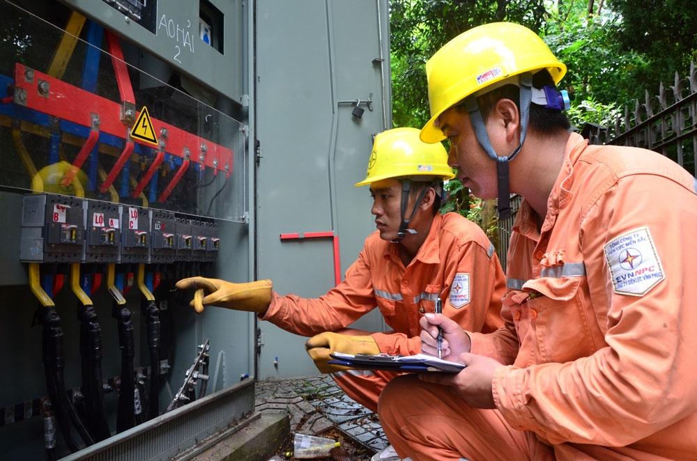 Hà Nội: Điện lực Thường Tín đẩy mạnh thanh toán tiền điện qua ngân hàng