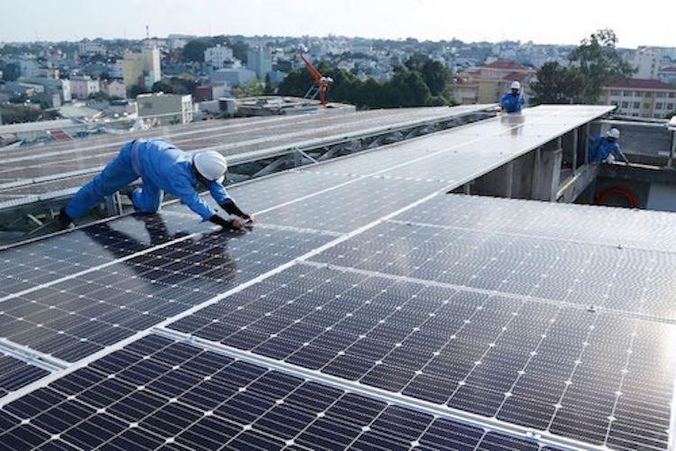 Nhà đầu tư sốt ruột chờ giá điện mặt trời áp mái