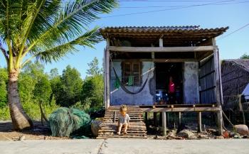 Xóm nhà không cửa ở Đất Mũi