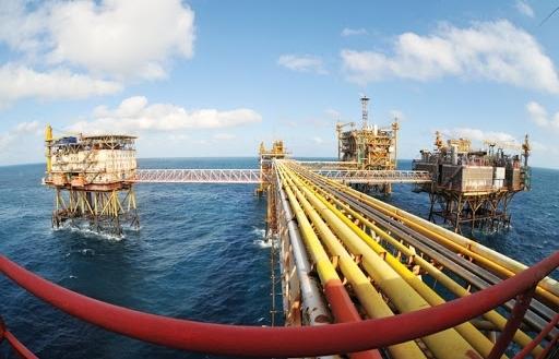 Giá xăng dầu hôm nay 1/3 tăng mạnh