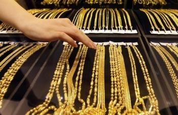 Giá vàng hôm nay 2/3: Áp lực trở lại, vàng mất giá mạnh